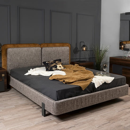 Touch κρεβάτι